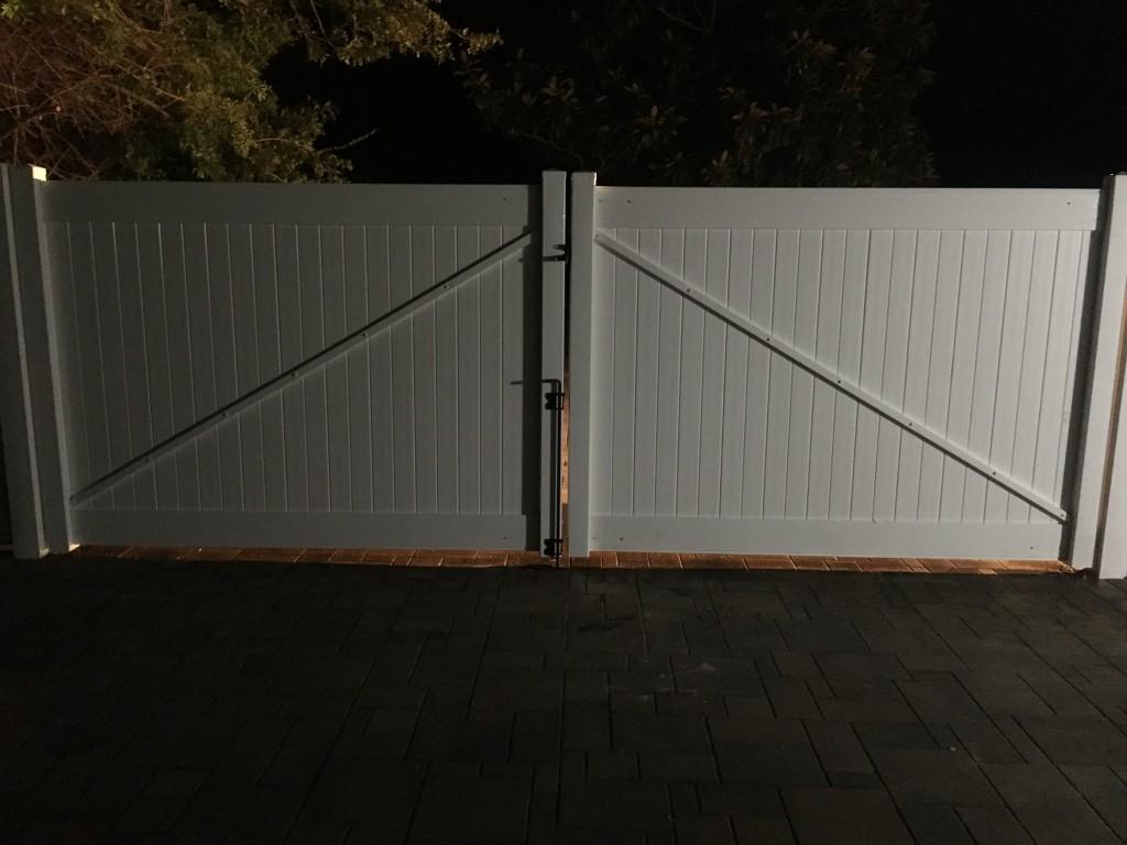 16' Double Vinyl Gate