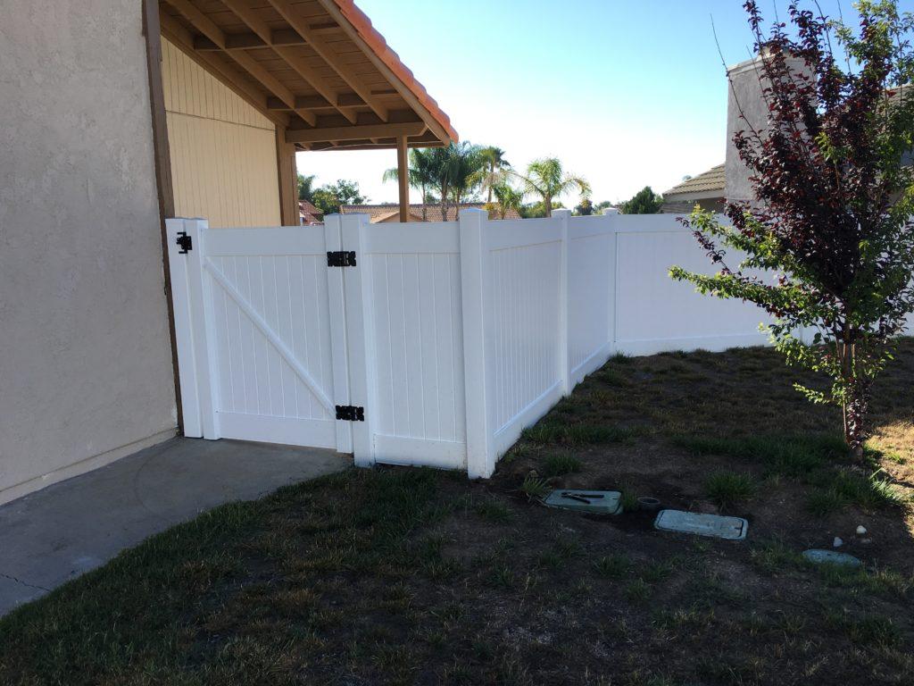 White Vinyl Gate w/ black hinges