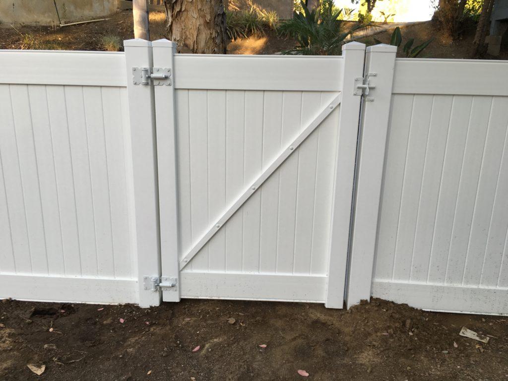 White Vinyl gate w/ white hardware