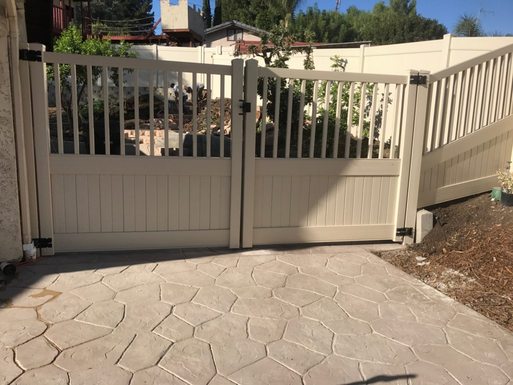 Tan Vinyl RV gate with picket top