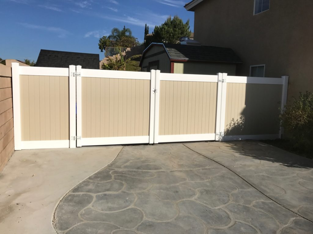 Tan/White Vinyl RV Gate and fence